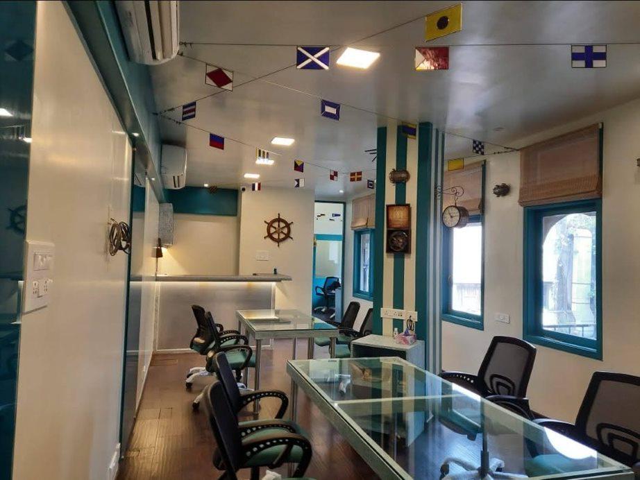 Gateway-Sailing-Lounge-2