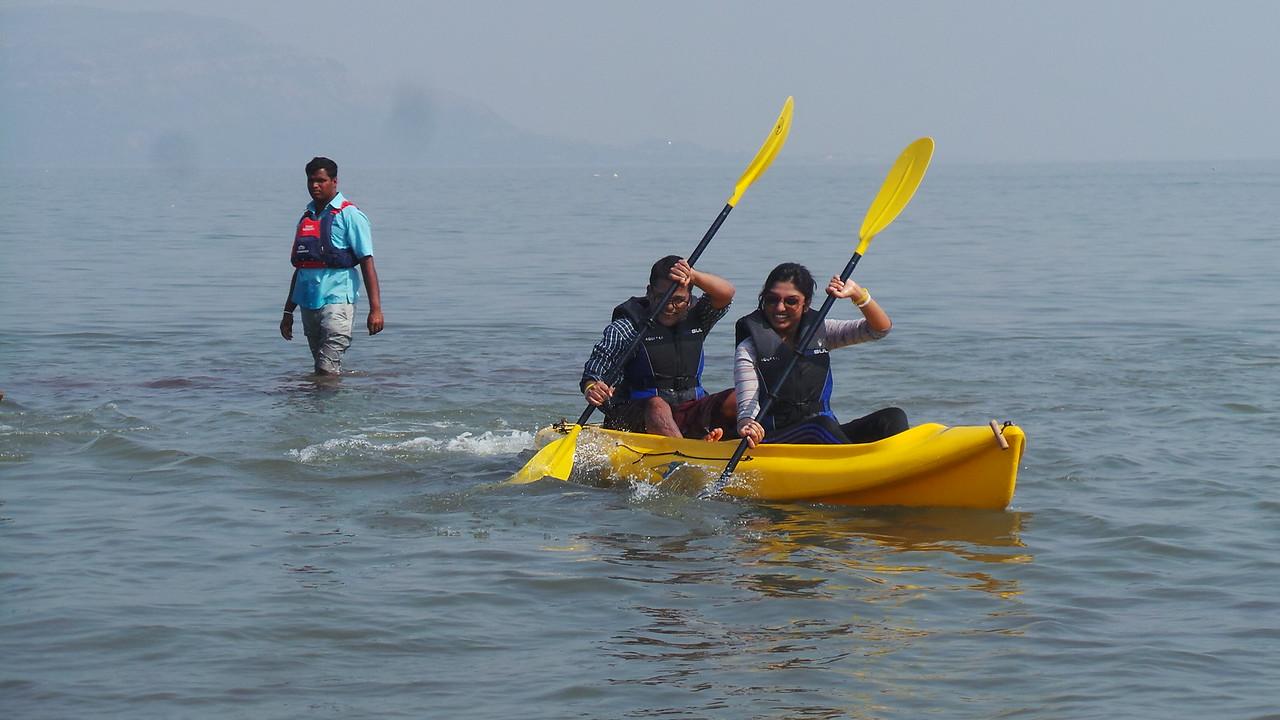 Couple Kayaking in Mandwa / Alibaug